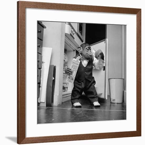 Thirsty Monkey-Vecchio-Framed Photographic Print