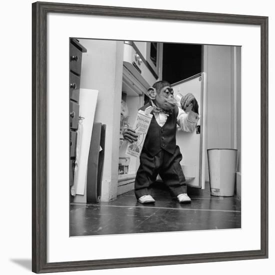 Thirsty Monkey-Vecchio-Framed Photographic Print