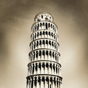 Leaning Tower of Pisa by Thom Lang