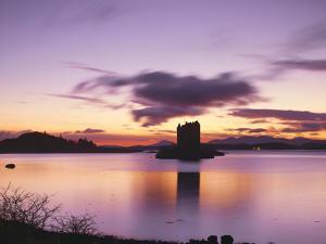 Great Britain, Scotland, Strathclyde, Loch Linnhe, Castle Stalker, Evening Mood by Thonig