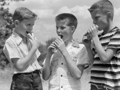 https://imgc.artprintimages.com/img/print/three-boys-all-wearing-short-sleeve-shirts_u-l-q10bt1b0.jpg?p=0
