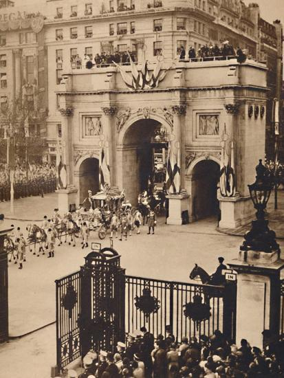 'Through the Sovereign's Gate, Marble Arch', May 12 1937-Unknown-Photographic Print