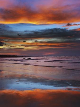 https://imgc.artprintimages.com/img/print/thunderstorm-clouds-over-timor-sea-before-monsoon_u-l-pzkzwz0.jpg?p=0