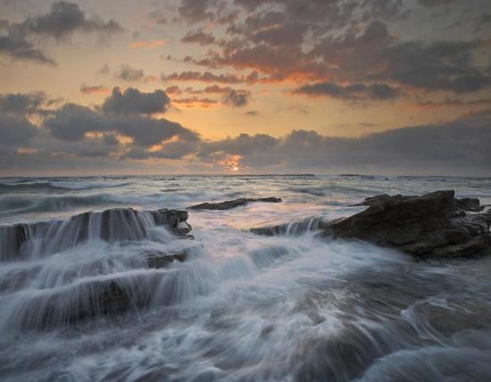 tim-fitzharris-waves-breaking-on-rocks-playa-santa-teresa-costa-rica