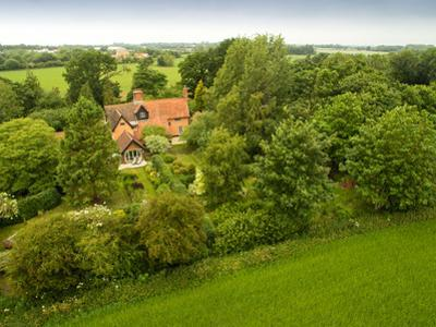 English Cottage in the Countryside