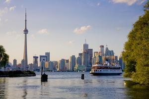 Ferry from Toronto to Centre Island by Tim Thompson
