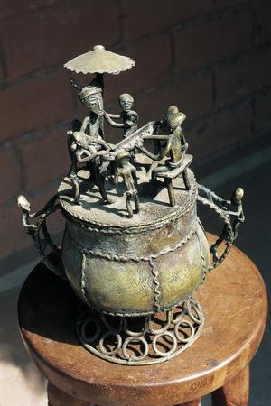 https://imgc.artprintimages.com/img/print/tobacco-box-ashanti-art-ghana_u-l-pooar10.jpg?artPerspective=n