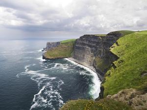 Cliffs of Moher by Tom Hanslien