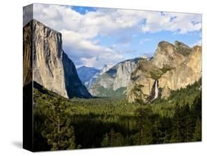 Classic Tunnel-View, Bridalveil Falls, El Capitan and Half Dome, Yosemite, California, USA by Tom Norring