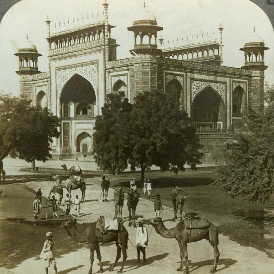 Tomb of Akbar, Sikandarah, Uttar Pradesh, India, C1900s-Underwood & Underwood-Photographic Print