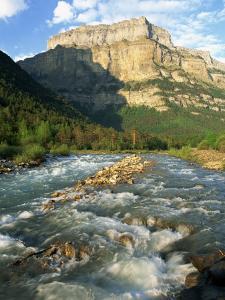 River Arazas, Ordesa National Park, Pyrenees, Huesca, Aragon, Spain, Europe by Tomlinson Ruth