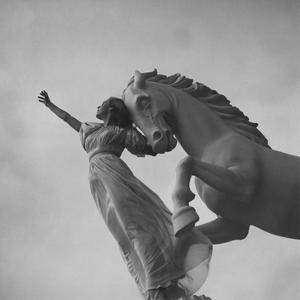 Vogue - December 1937 by Toni Frissell