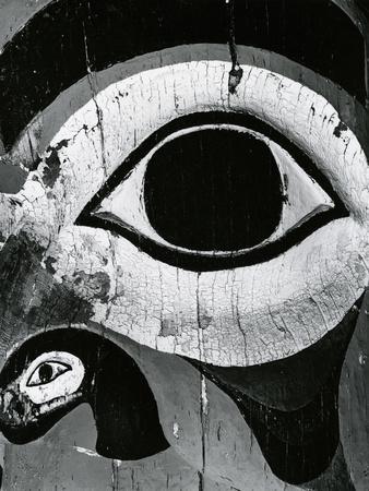 https://imgc.artprintimages.com/img/print/totem-pole-detail-alaska-1977_u-l-q1g6pv80.jpg?p=0