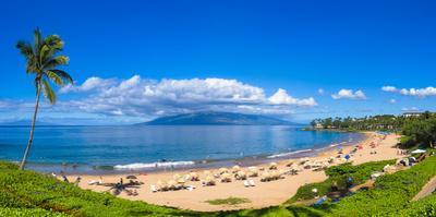 Tourists on Wailea Beach in Wailea Area of Maui, Hawaii, USA