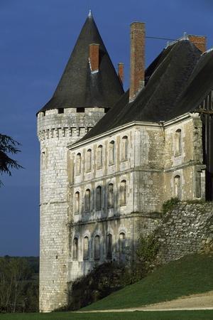 https://imgc.artprintimages.com/img/print/tower-of-chateau-de-la-rochefoucauld-poitou-charentes-detail-france_u-l-pp3fiz0.jpg?p=0