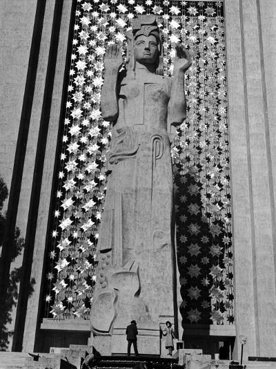 Towering 80 Ft. Statue of Pacifica by San Francisco Sculptor Ralph Stackpole-Alfred Eisenstaedt-Photographic Print