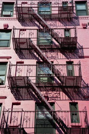 https://imgc.artprintimages.com/img/print/traditional-apartments-building-in-soho-manhattan-new-york-usa-dosfotos_u-l-pu64b40.jpg?p=0