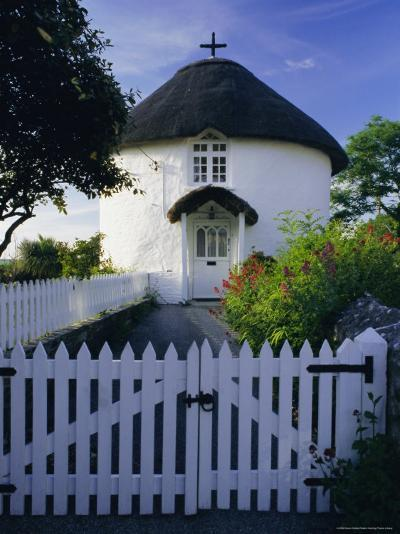 Traditional Cornish Round House in Veryan, Cornwall, England, UK, Europe-Gavin Hellier-Photographic Print