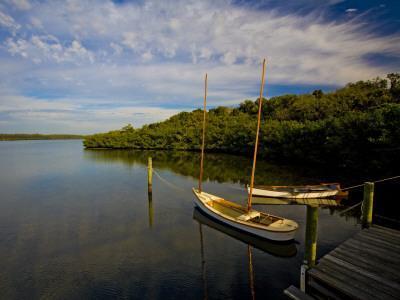 https://imgc.artprintimages.com/img/print/traditional-florida-shallow-draft-boats-moored-at-cock-s-footbridge-spanish-point_u-l-pd5erh0.jpg?p=0