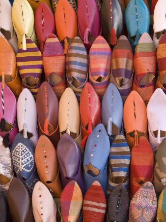 https://imgc.artprintimages.com/img/print/traditional-footware-in-the-souk-medina-marrakech-morocco-north-africa-africa_u-l-p7jhqo0.jpg?p=0