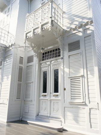 https://imgc.artprintimages.com/img/print/traditional-wooden-house-buyuk-ada-princes-islands-turkey_u-l-p1x4hq0.jpg?p=0