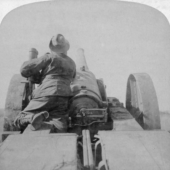 Training One of HMS Monarch's 4.7 Inch Guns on the Pretoria Forts, South Africa, 4th June 1900-Underwood & Underwood-Giclee Print