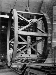 Transporting of the Framework of the Hale Telescope, C.1936-48