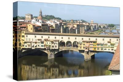 Europe, Italy, Florence. View of Arno River and Ponte Vecchio