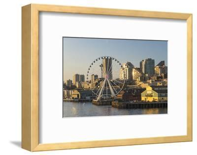 USA, Washington, Seattle. Seattle Great Wheel at Pier 57