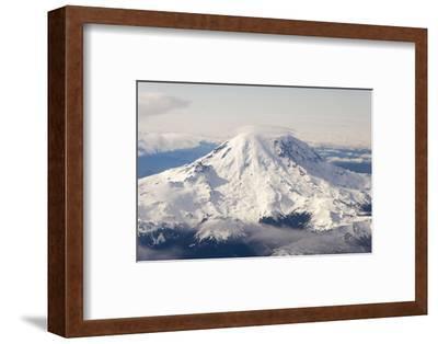 USA, Washington State, Mt Rainier with Cap Cloud