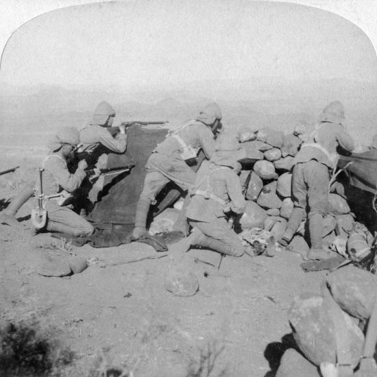 Troops Defending New Zealand Hill, Slingersfontein, South Africa, 25th January 1900-Underwood & Underwood-Giclee Print