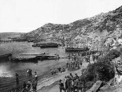 Troops Landing at Anzac Cove, Gallipoli--Photographic Print