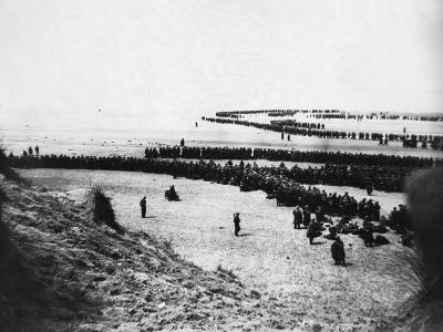 Troops Ready for Evacuation at Dunkirk--Photographic Print