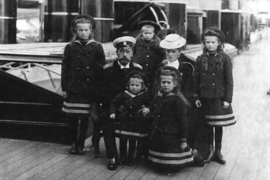 Tsar Nicholas II and Tsarina Alexandra of Russia and their children, 1907-Unknown-Photographic Print