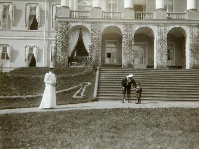 Tsarina Alexandra Fyodorovna with Tsarevich Alexei of Russia, C1907-C1910-K von Hahn-Giclee Print