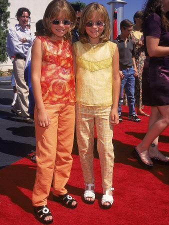https://imgc.artprintimages.com/img/print/twin-actresses-mary-kate-and-ashley-olsen-at-the-film-premiere-of-honey-i-shrunk-the-kids_u-l-p75qmk0.jpg?p=0