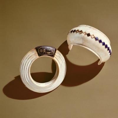 https://imgc.artprintimages.com/img/print/two-bracelets-from-the-tomb-of-tutankhamun-new-kingdom_u-l-pcdecn0.jpg?p=0