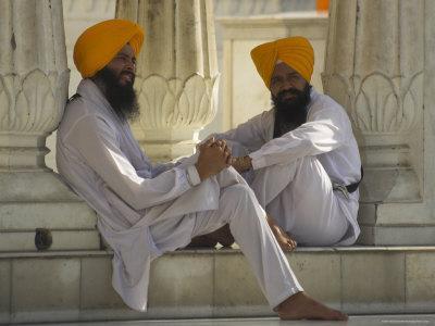 https://imgc.artprintimages.com/img/print/two-sikhs-priests-with-orange-turbans-golden-temple-punjab-state_u-l-p1lhsi0.jpg?p=0