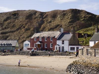 Ty Coch Inn on Beach at Porth Dinllaen Village in Bay on Lleyn Peninsula, North Wales, UK-Pearl Bucknall-Photographic Print