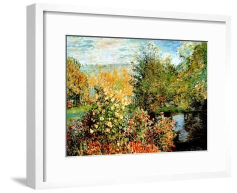 Stiller Winkel im Garten von Montgeron-Claude Monet-Framed Art Print