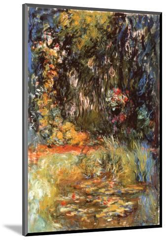 Water Lily Pond, 1918-Claude Monet-Mounted Art Print