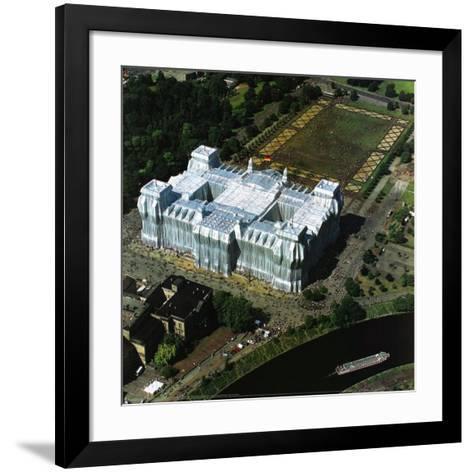 Reichstag Luftaufnahme von Ost nach West-Christo-Framed Art Print