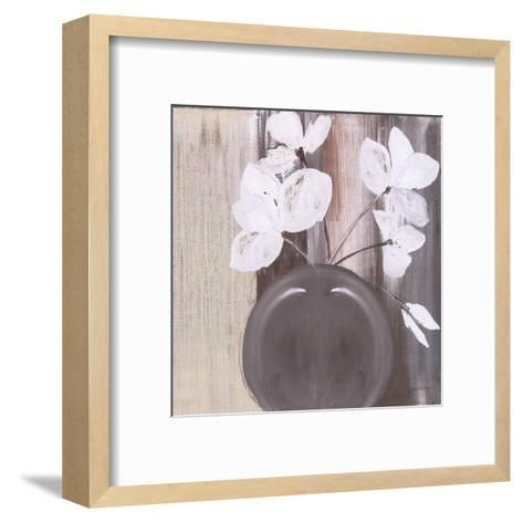 Pot De 5 Fleurs Blanches-Marielle Paccard-Framed Art Print