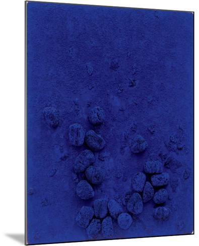 Blaues Schwammrelief (Relief Éponge Bleu: RE19), 1958-Yves Klein-Mounted Art Print