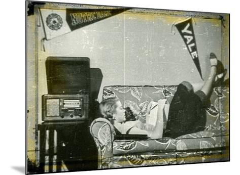 Grace Kelly XI-British Pathe-Mounted Giclee Print