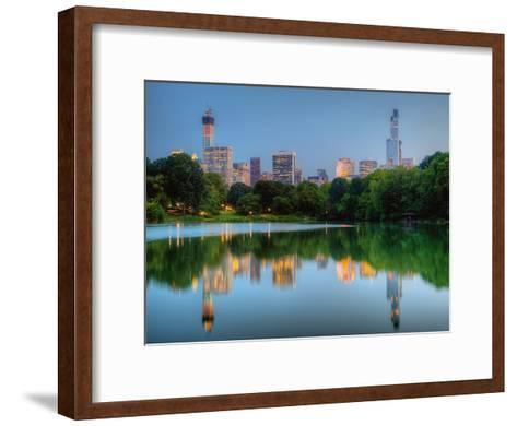 Giants-Aur?lien Terrible-Framed Art Print