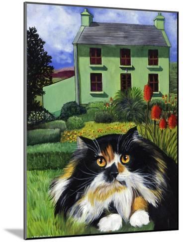 Persian Cat in Ireland (Chat Persan En Irland)-Isy Ochoa-Mounted Giclee Print