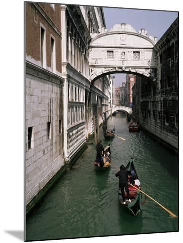 Bridge of Sighs and Gondolas, Venice, Veneto, Italy-Roy Rainford-Mounted Photographic Print