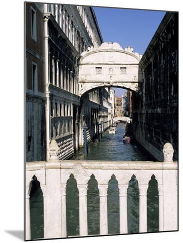 Bridge of Sighs Crossing Rio Del Palazzo, Venice, Veneto, Italy-Sergio Pitamitz-Mounted Photographic Print