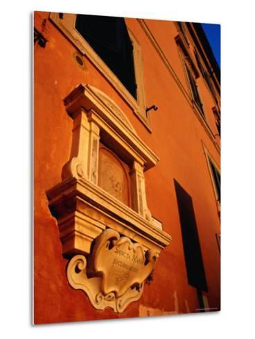 Late Afternoon Glow on Building in Trastevere, Rome, Italy-Glenn Beanland-Metal Print
